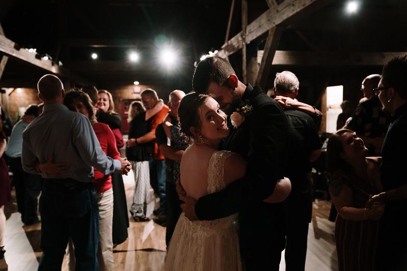 rustic_ohio__fall_barn_wedding-413.jpg