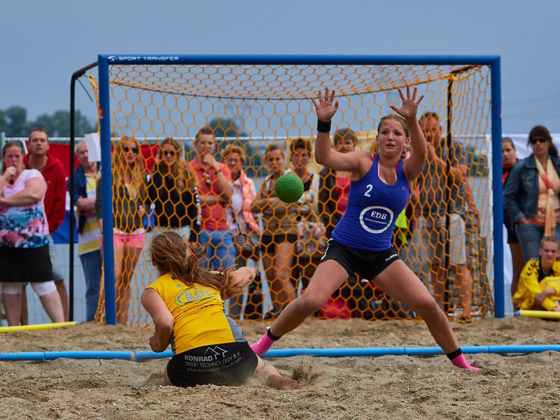 Molecaten NK Beach Handball 2015 dag 2 img 678.jpg