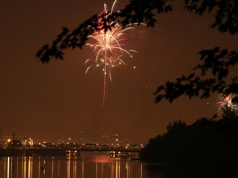 fireworks_12_07042007.jpg