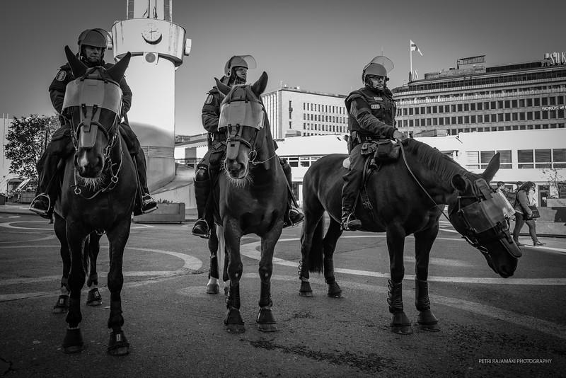 KolmeHevosPoliisia.JPG