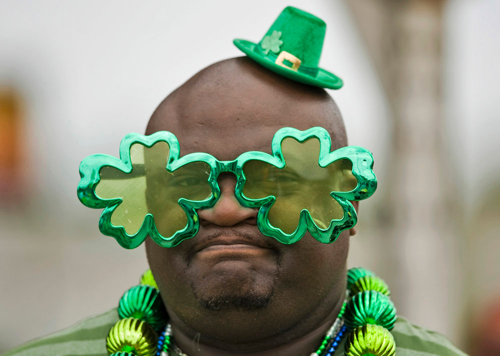 . Baseball fan Robert Miller, of Halifax, Virginia, celebrates St. Patrick\'s Day at the ballpark during a MLB spring training baseball game between the New York Yankees and Pittsburgh Pirates in Bradenton, Florida, March 17, 2013.  REUTERS/Steve Nesius