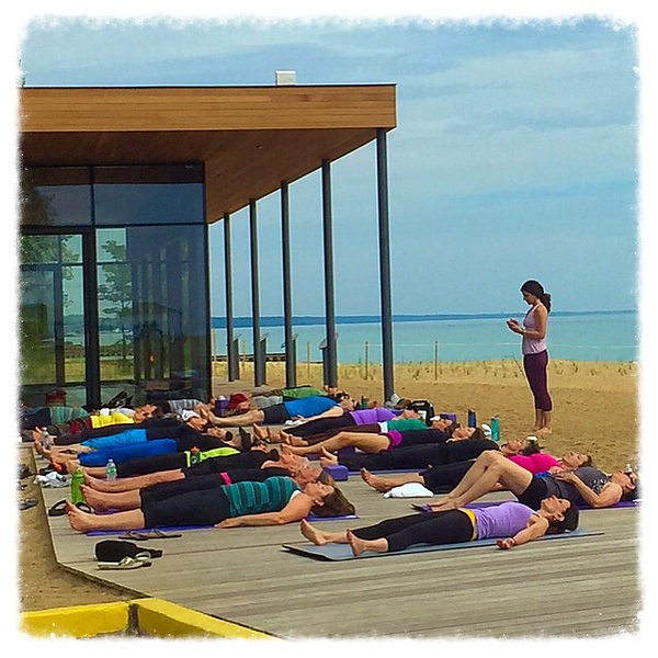 I love that @windycitymomma walks to the beach for lakefront yoga every Sunday.