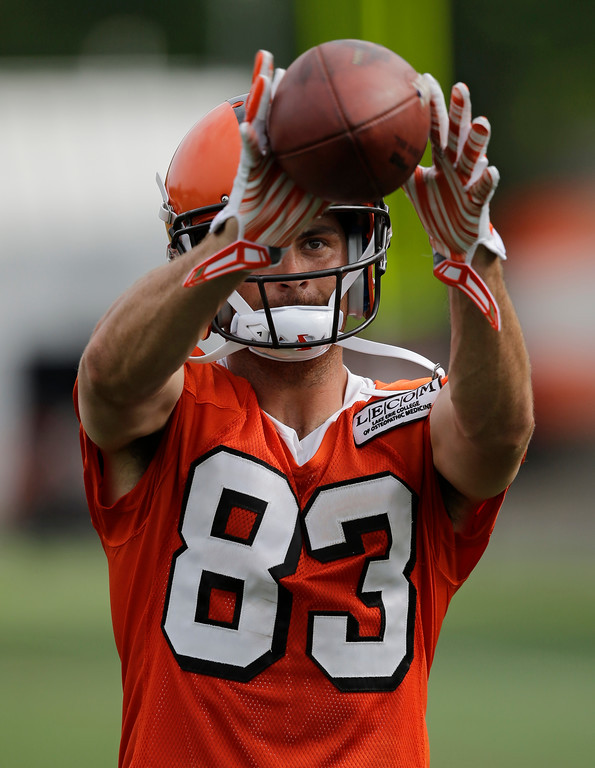 . Cleveland Browns wide receiver Richard Mullaney catches a pass during practice at the NFL football team\'s training camp facility, Thursday, July 27, 2017, in Berea, Ohio. (AP Photo/Tony Dejak)