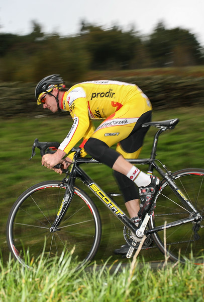 David Millar of Saunier Duval, training during winter in the Peak District, UK