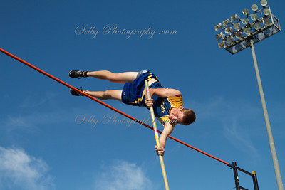 Irvine Invite boys pole vault