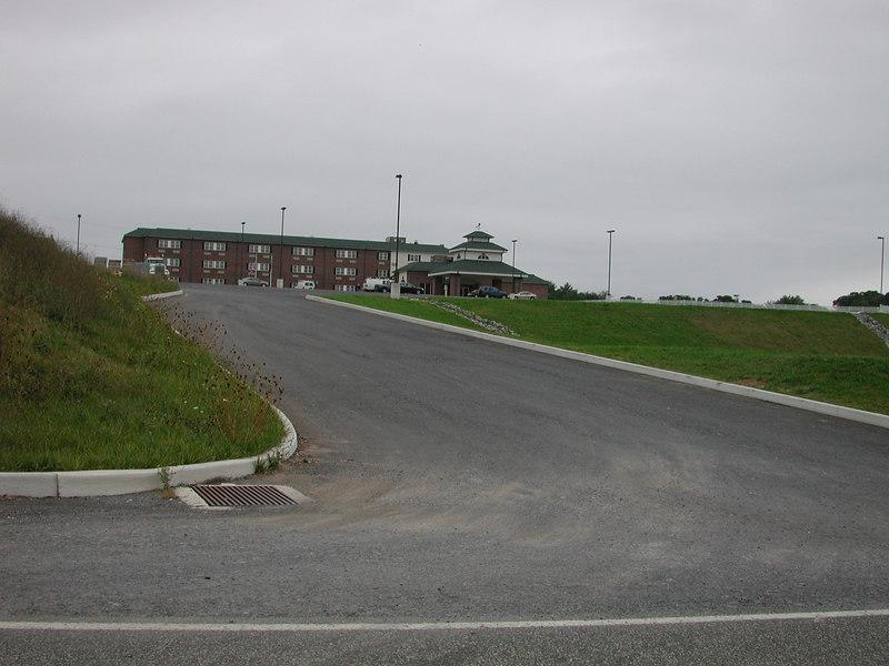 The big driveway to my hotel.