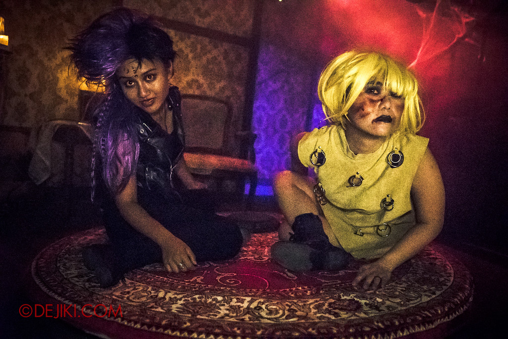 Halloween Horror Nights 6 - Salem Witch House / Conjurers Witchcraft Enthusiasts