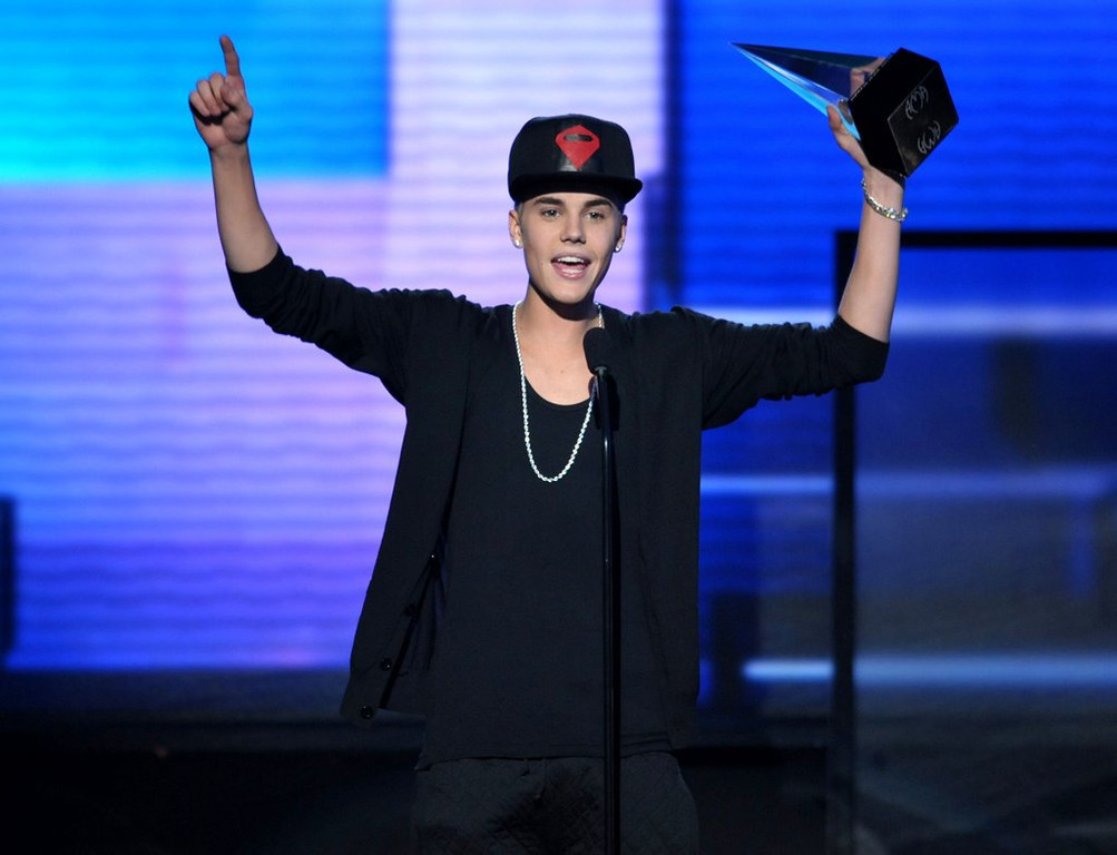 """. <p><b><a href=\'http://www.rollingstone.com/music/news/pot-found-on-justin-bieber-tour-bus-in-detroit-20130730\' target=\""""_blank\""""> 6. Justin Bieber </a></b> <p>Police dogs probe his tour bus, find evidence of weed and a 19-year-old douchebag. (2) <p> --------------------------------------------   (John Shearer/Invision/AP, File)"""