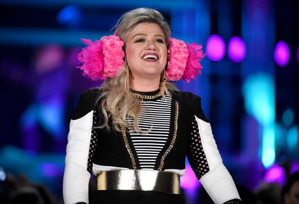 . Host Kelly Clarkson introduces a performance by BTS at the Billboard Music Awards at the MGM Grand Garden Arena on Sunday, May 20, 2018, in Las Vegas. (Photo by Chris Pizzello/Invision/AP)