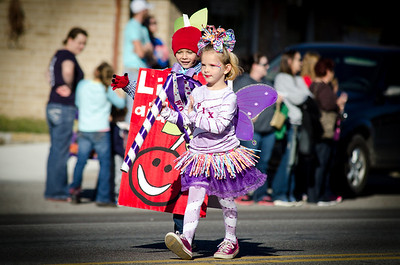11-2-13 Davis Ok Fall Festival Children's Parade Pixi Stix