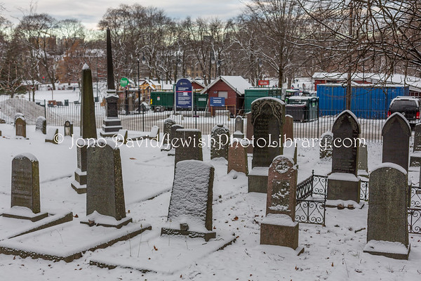 NORWAY, Oslo. Sofienbergparken Jewish Cemetery (12.2017)