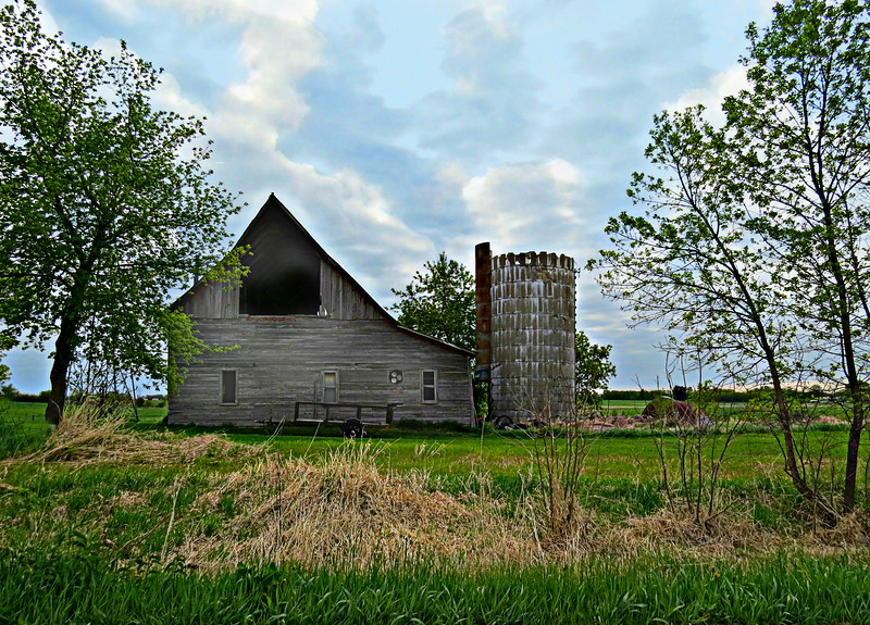 GREAT OLD GRAY BARN