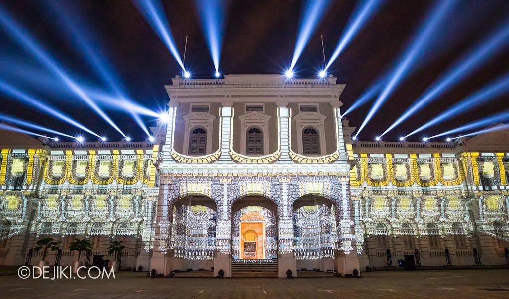 Singapore Night Festival 2017 / Convolutions by EZ3kiel (FR) dramatic light beams