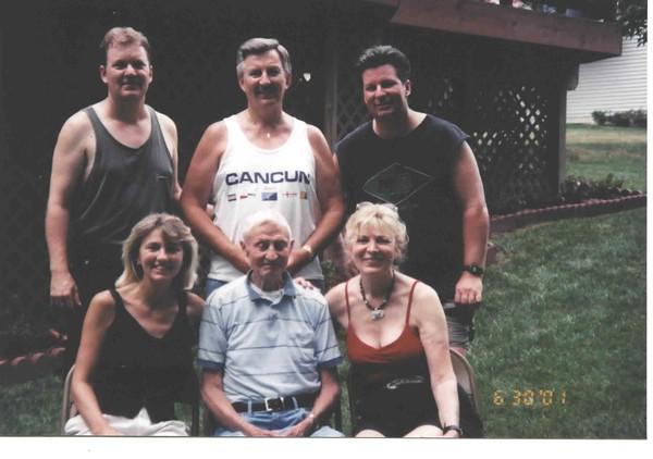 Family at Bruz's2.jpg