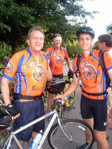 "09 08-15 Last Day!  David Snell all ""suited up"" to join the bikers for the last 30 miles of the 1300-mile trek. ky"