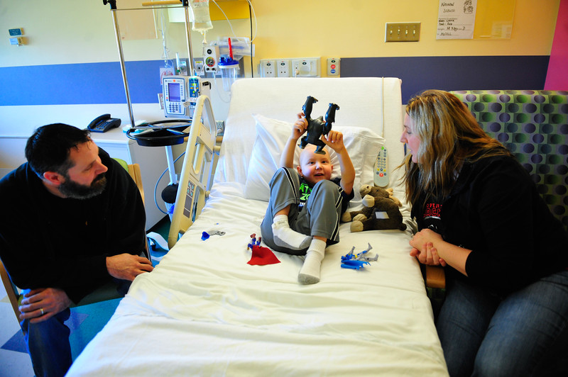 Nathan Dobush, 6, sits in bed with his parents Ron and Laura during a week long stay for Nathan's chemotherapy at Advocate Christ Hospital, Thursday, October 23rd, 2014, in Oak Lawn. | Gary Middendorf/for Sun-Times Media