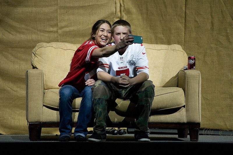 """Mariage Moment #3 - """"Wife Watches Football"""""""