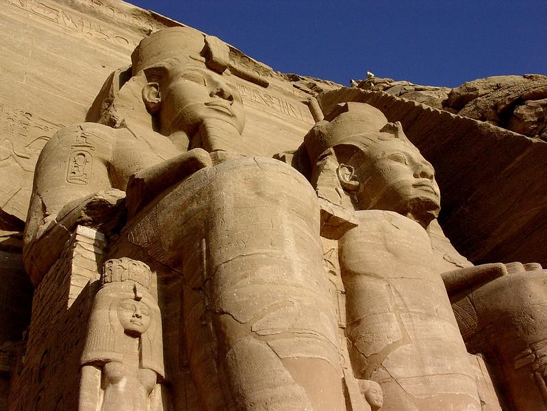 Ramsesstatuer utenfor Ramsestemplet (Foto: Ståle)