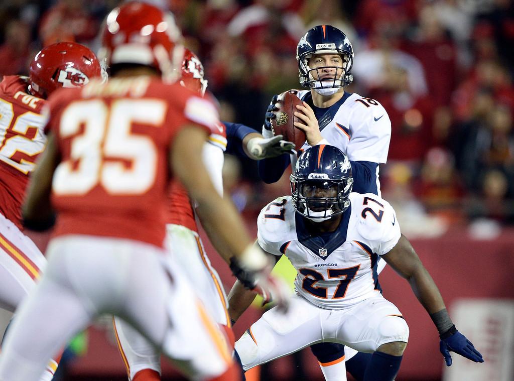 . Denver Broncos quarterback Peyton Manning (18) looks down field as Denver Broncos running back Knowshon Moreno (27) blocks for him during the third quarter against the Kansas City Chiefs December 1, 2013 at Arrowhead Stadium. (Photo by John Leyba/The Denver Post)