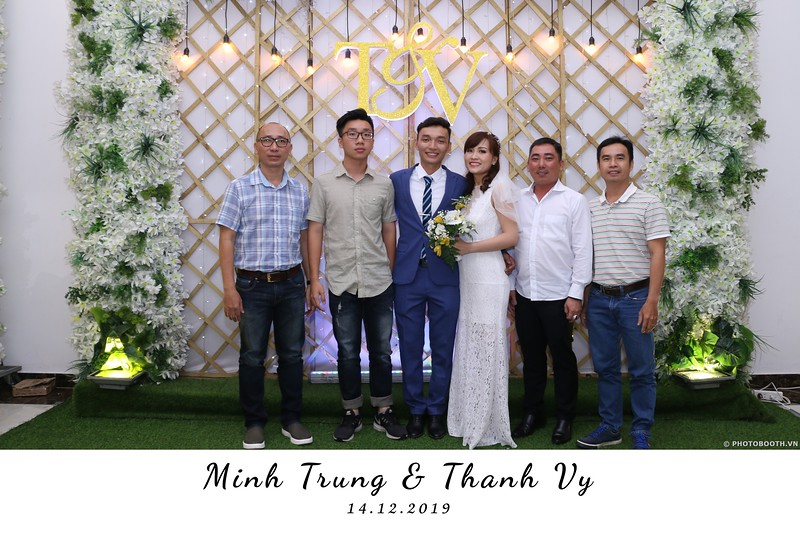 Trung-Vy-wedding-instant-print-photo-booth-Chup-anh-in-hinh-lay-lien-Tiec-cuoi-WefieBox-Photobooth-Vietnam-132.jpg