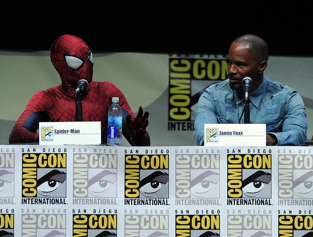""". SAN DIEGO, CA - JULY 19:  Spider-Man (L) and actor Jamie Foxx speak onstage at the Sony and Screen Gems panel for \""""The Amazing Spider-Man 2\"""" during Comic-Con International 2013 at San Diego Convention Center on July 19, 2013 in San Diego, California.  (Photo by Kevin Winter/Getty Images)"""
