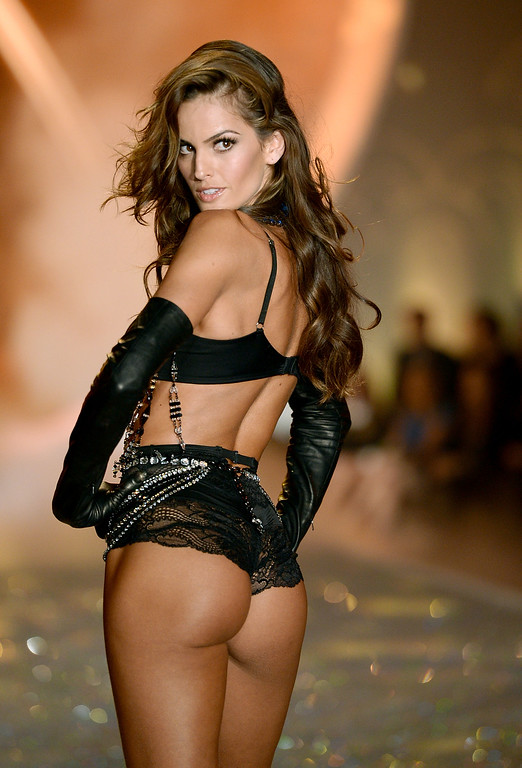 . Model Izabel Goulart walks the runway at the 2013 Victoria\'s Secret Fashion Show at Lexington Avenue Armory on November 13, 2013 in New York City.  (Photo by Dimitrios Kambouris/Getty Images for Victoria\'s Secret)