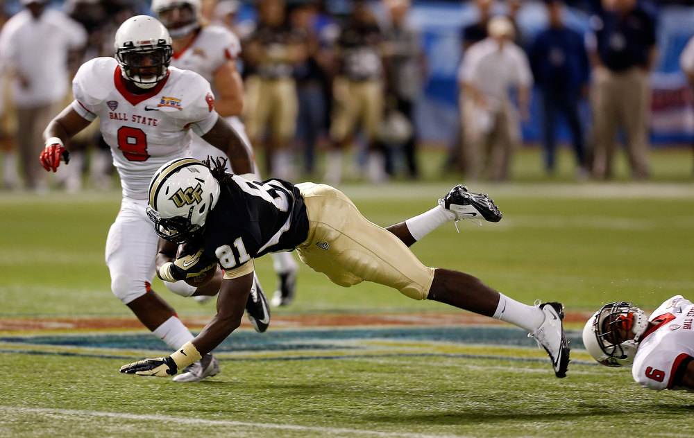 . Receiver Breshad Perriman #81 of the Central Florida Knights dives for extra yardage in front of defenders Travis Freeman #8 and Jason Pinkston #6 of the Ball State Cardinals during the Beef \'O\' Brady\'s St Petersburg Bowl Game at Tropicana Field on December 21, 2012 in St Petersburg, Florida.  (Photo by J. Meric/Getty Images)