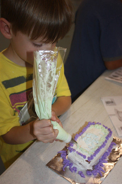 Mid-Week Adventures - Cake Decorating -  6-8-2011 178.JPG