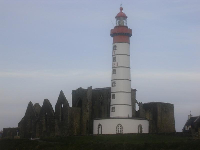 Fyrtårn og kirkeruin ved Pointe St Mathieu (Foto: Ståle)
