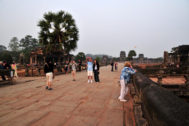 Day18-AngkorWatSunset-11.jpg