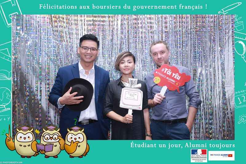 France-Alumni-Vietnam-photobooth-at-Franch-Embassy-Vietnam-photobooth-hanoi-in-hinh-lay-ngay-Su-kien-Lanh-su-quan-Phap-WefieBox-photobooth-vietnam-041.jpg