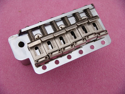 Retrospec Vintage Stratocaster Bridge Assemble................ This is the most accurate Fender Stratocaster bridge assemble ever produced................Made with the exact materials from the 1950 and 1960. Mold marks are the best