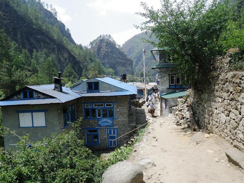Going downhill - Larja Dobhan (9,285ft = 2.830m).