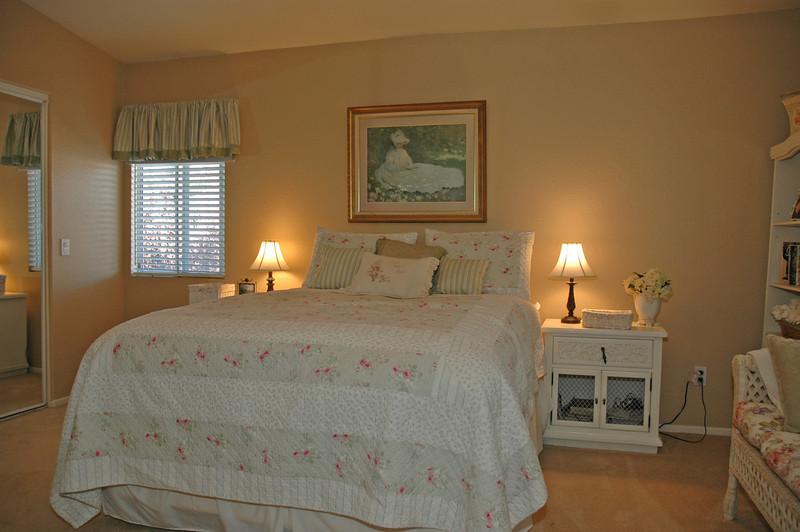 pinon master bedroom bed.jpg
