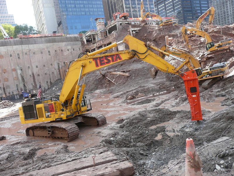 NPK GH50 hydraulic hammer on Testa excavator (19).JPG