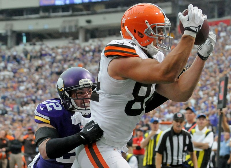 . <p><b> Bengals at Browns (+4½):</b>  <p>Brian Hoyer gets his second start as Cleveland�s quarterback, but he�ll have a hard time matching last week�s success at the Metrodome. That�s because, unlike the Vikings, the Bengals plan to occasionally cover his tight end, Cameron Jordan. <p>Pick: <b>Bengals by 7</b> <p>   (Pioneer Press: Sherri LaRose-Chiglo)