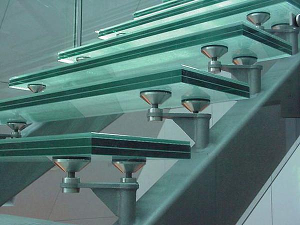Raffles Link Glass Steps