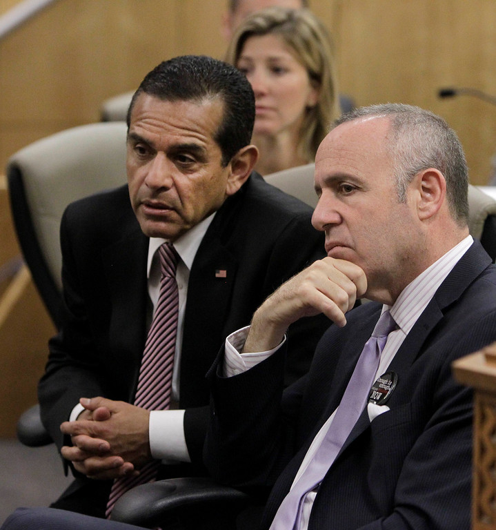 . Los Angeles Mayor Antonio Villaraigosa, left, and Senate President Pro Tem Darrell Steinberg, D-Sacramento, listen as members call for the passage of Steinberg\'s measure to outlaw rifles with detachable magazines,  while appearing before the Senate Public Safety Committee in Sacramento, Calif., Tuesday, April 16, 2013.  .(AP Photo/Rich Pedroncelli)