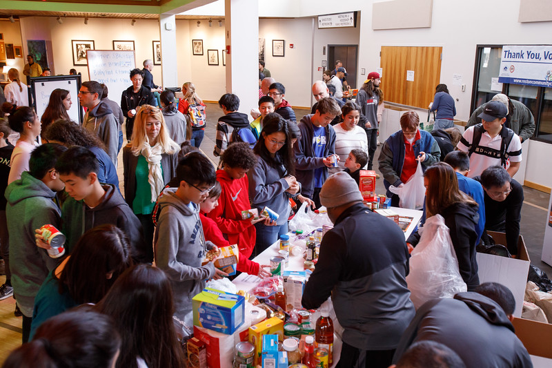 20181122 011 Thanksgiving food drive.JPG