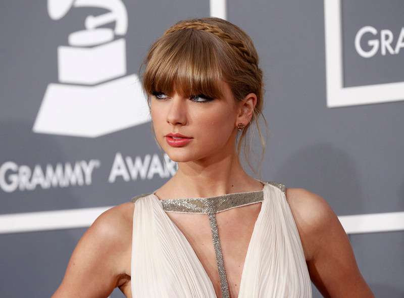 . Singer Taylor Swift arrives at the 55th annual Grammy Awards in Los Angeles, California February 10, 2013.  REUTERS/Mario Anzuoni