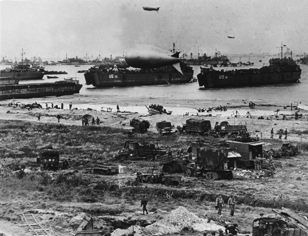 . U.S. troops disembark from landing crafts during D-Day 06 June 1944 after Allied forces stormed the Normandy beaches. D-Day, 06 June 1944 is still one of the world\'s most gut-wrenching and consequential battles, as the Allied landing in Normandy led to the liberation of France which marked the turning point in the Western theater of World War II.     AFP PHOTO-/AFP/Getty Images