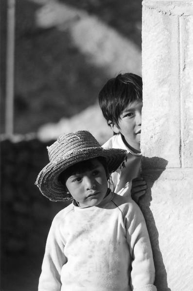 Atacama kids 8147 Kb (bw).jpg