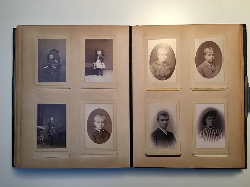 Johanne Hedemanns Album  side 14 billede nr. 74 - 81