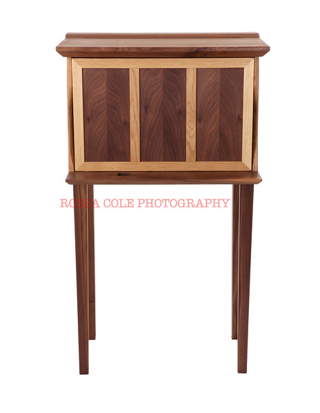 03-Wishbone Hutch Front Closed.jpg