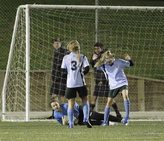 jm20120822 Wgtn Prem 1 girls football final _MG_9178 b