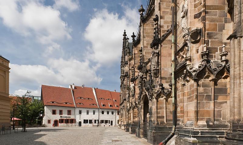 Zwickau, St. Marien, Südseite, mit Priesterhäusern