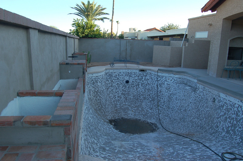 This shot shows a good view of the planters at the back of the pool.