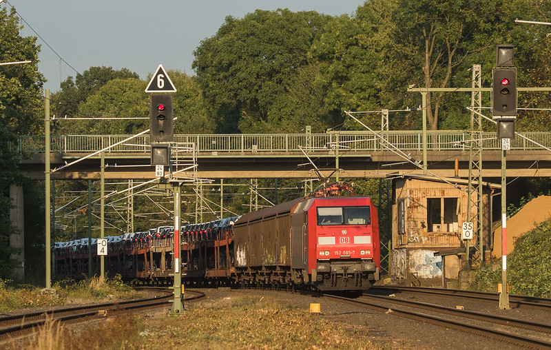 152 085 with the 47544 (Osnabrueck - Muizen-Goederen/D) in Lindern.