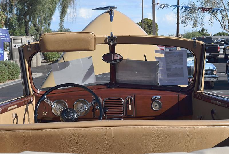 Ford 1938 4 dr conv Deluxe interior dash.JPG