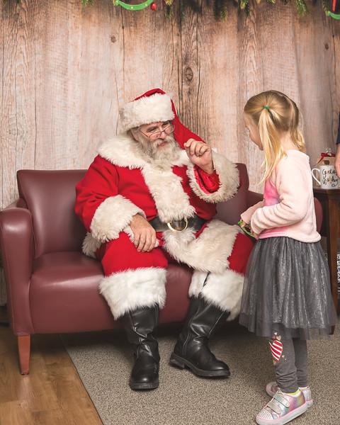 Ameriprise-Santa-Visit-181202-4952.jpg